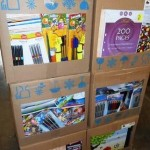 lot d'affaires scolaire feuilles, stylos, pochettes, gommes, calepins, etc
