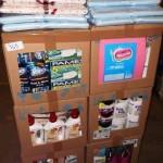 lot de produits et accessoires d'entretien ménager brosses collantes, nettoyant, cintres, lingettes, désodorisant……