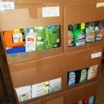 lot de produits et accessoires d'entretien ménager désodorisant, produits multi surfaces, portes savon, accessoires de salle de bain, etc…………