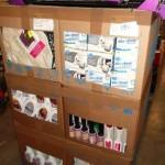 lot de produits et accessoires d'entretien ménager lessive, désodorisant, absorbeur d'humidité, sacs a linge, accessoires de salle de bain, etc…………
