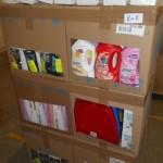 lot de produits et accessoires d'entretien menager lingettes, pelles, gants, nettoyants multi surfaces……